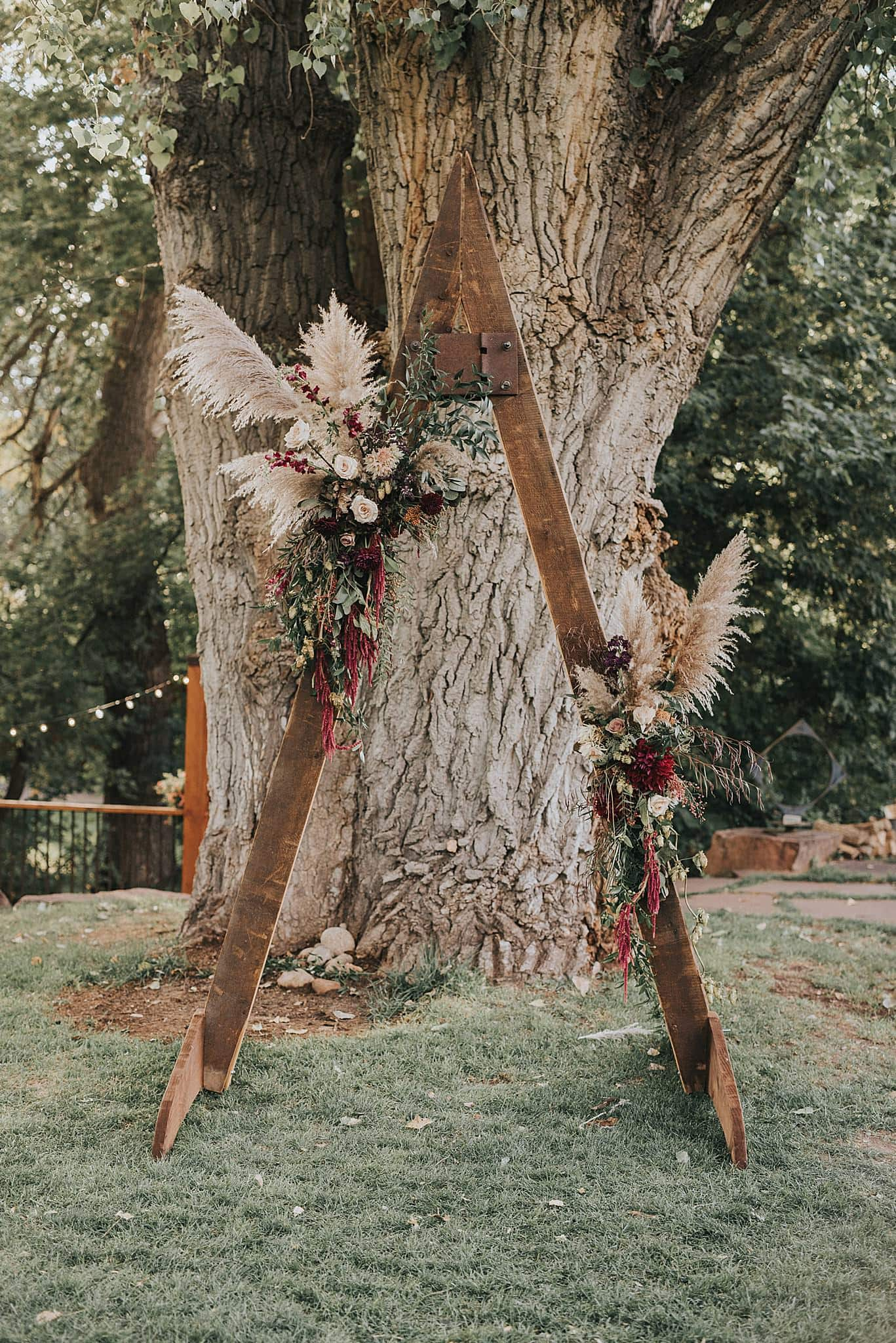 pampas grass wedding ideas, pampas grass trends, affordable florals, floral trends 2021